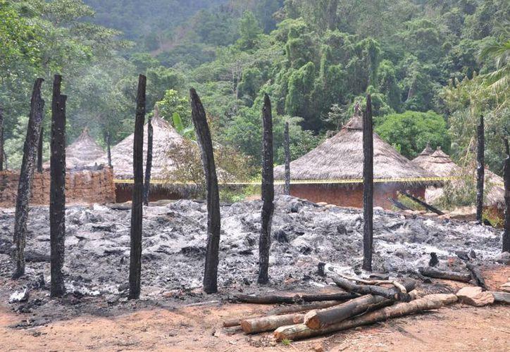 Una de las descargas eléctricas cayó encima de la kankurúa, que es una humilde choza, donde se concentraban más de 70 indígenas. (Notimex)