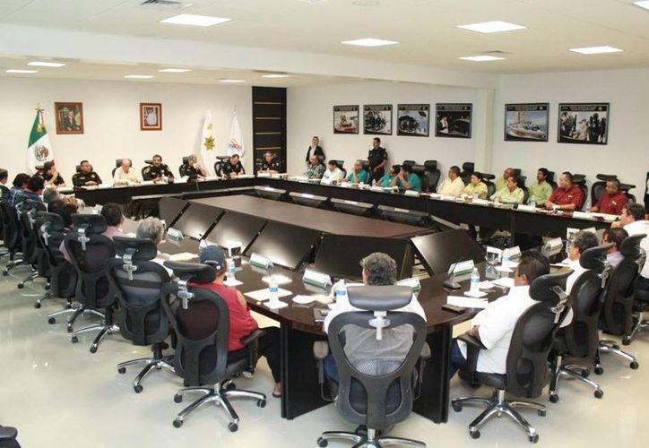 Ayer se efectuó la segunda reunión entre la SSP y taxistas de Taxi Plus, Econotaxi, Maxi Taxis, Independiente, USTY y UTI. (Milenio Novedades)