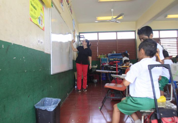 El programa 'Escuelas al Cien' tiene un atraso de cuatro meses en Quintana Roo. (Carlos Horta/SIPSE)