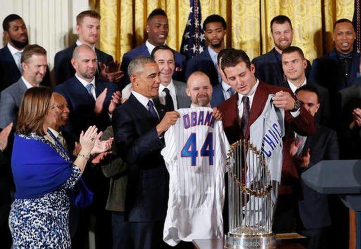 Los campeones mundiales Cachorros (Cubs) de Chicago estuvieron este lunes con el presidente Barack Obama en la Casa Blanca. (AP)