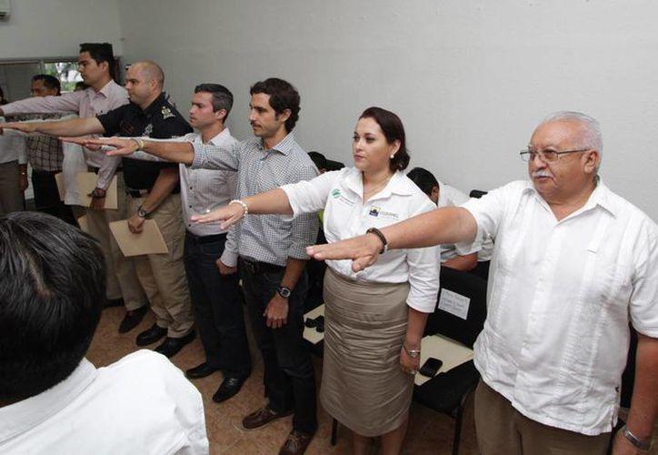 La toma de protesta a los funcionarios que integran el Coplademun. Cortesía/SIPSE)