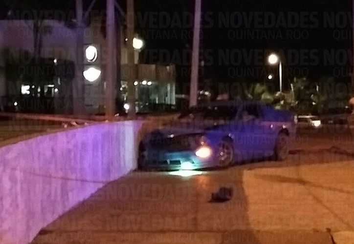Se presume que la víctima iba a bordo de un Mustang, cuando fue acribillado. (Foto: Redacción/SIPSE).