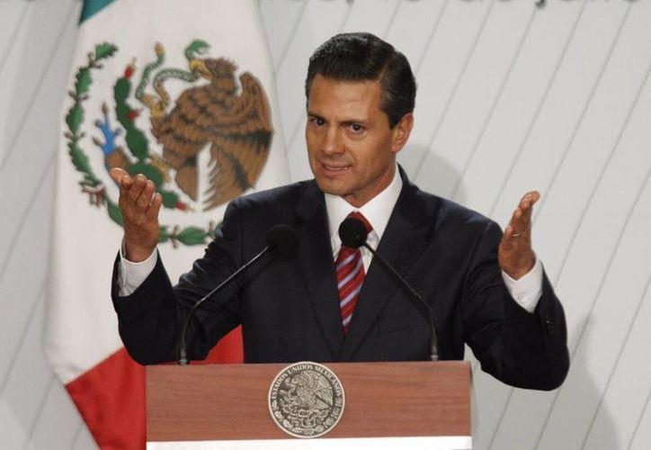 Peña Nieto recibe felicitaciones de gobernadores y mandatarios por su cumpleaños número 48. (Archivo/Notimex)