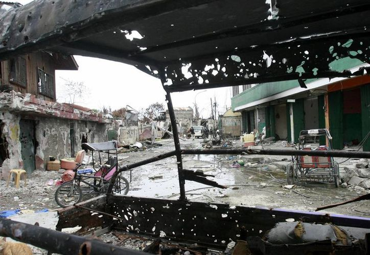 Casas destruidas tras los enfrentamientos registrados entre la policía y los musulmanes rebeldes en Zamboanga, Filipinas), en septiembre pasado. (EFE)