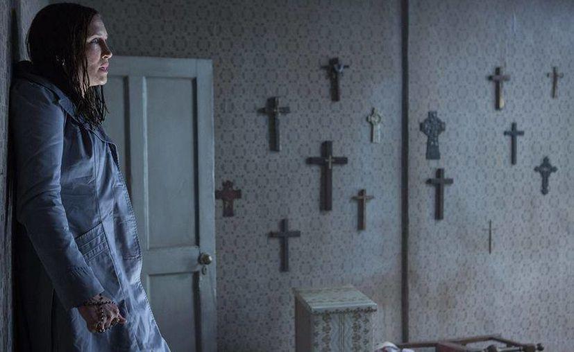 'El Conjuro 2', cinta que aborda las posesiones demoniacas, llega a los cines de México este jueves. (Facebook/ El Conjuro 2)