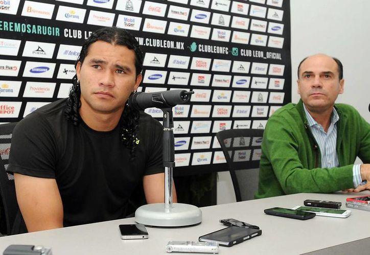 El 'Gullit' Peña, la contratación más cara de las Chivas en los últimos 15 años, no encaja en su nuevo equipo. (Notimex)