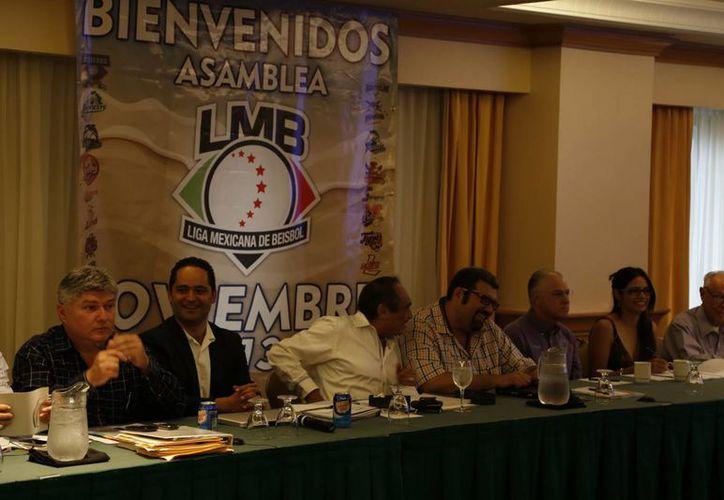 La Asamblea de Presidentes de la Liga Mexicana de Beisbol aprobó la venta de los Leones y de los Saraperos. (Marco Moreno/SIPSE)