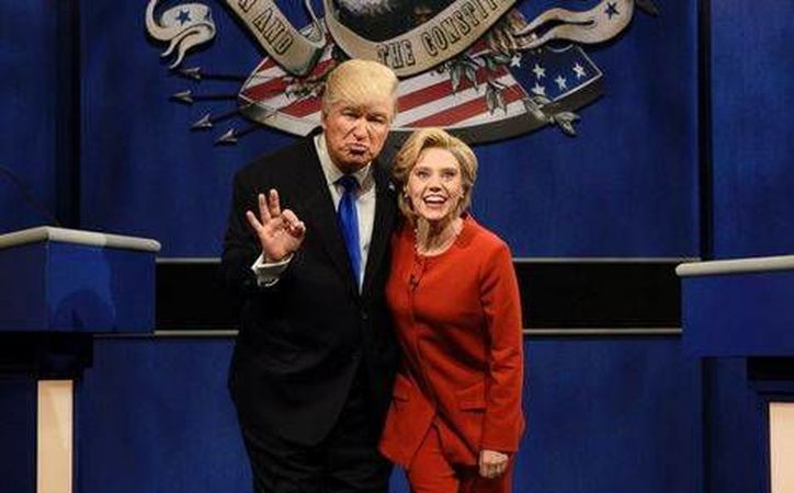 Alec Baldwin y Kate McKinnon parodiaron a Donald Trump y Hillary Clinton en el programa Saturday Night Live. (Milenio Digital)