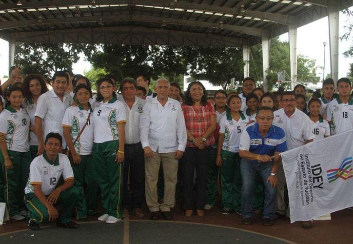 Por primera vez, Yucatán participara con un delegación completa en el Encuentro Nacional Deportivo Indígena 2015. (César Gónzalez/SIPSE)