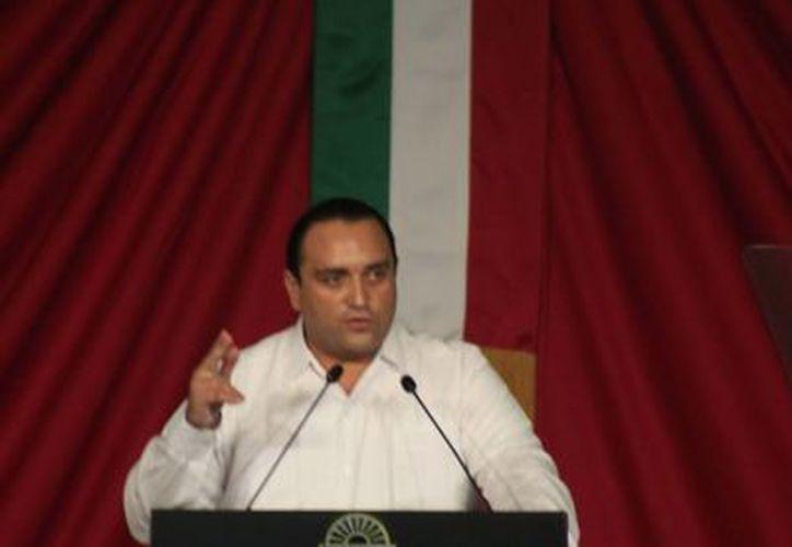 El gobernador se dirigió al Centro Internacional de Negocios y Convenciones de la capital, donde lo esperaban unos dos mil invitados. (Harold Alcocer/SIPSE)