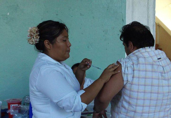 En cada jornada el módulo aplica unas 30 vacunas contra la influenza estacional. (Manuel Pool/SIPSE)