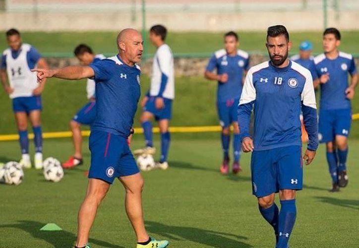 Ariel Rojas solo pudo jugar 45 minutos en el actual torneo, ya que no era considerado por el entrenador español Paco Jémez.(Foto tomada de Facebook/Cruz Azul)
