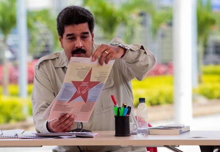 Maduro indicó que los tripulantes de la nave descendieron de ella antes de su destrucción. (Archivo/EFE)