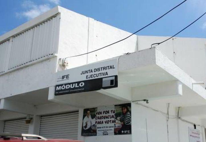 El IFE trasladó un módulo móvil para iniciar la actualización de la lista del padrón de electores en las comunidades ubicadas en la franja limítrofe con Quintana Roo. (Foto de Contexto/Internet)