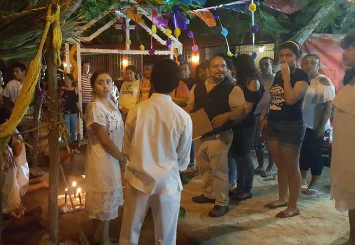 Concurso de altares en el parque de Las Palapas. (Foto Josselyn Díaz)