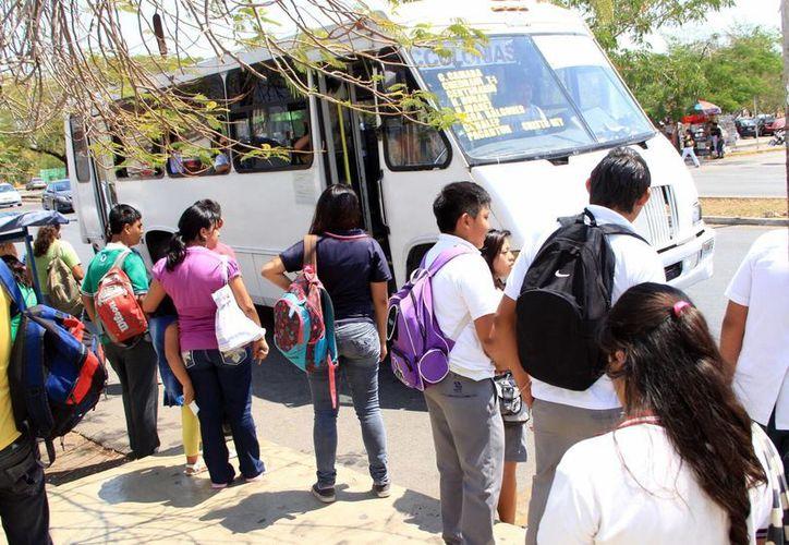 Empresarios proponen cobrar 6.00 pesos a estudiantes. (Milenio Novedades)