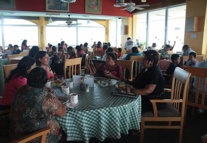 Aumentó la presencia de comensales en restaurantes del centro de la ciudad. (Julián Miranda/SIPSE)