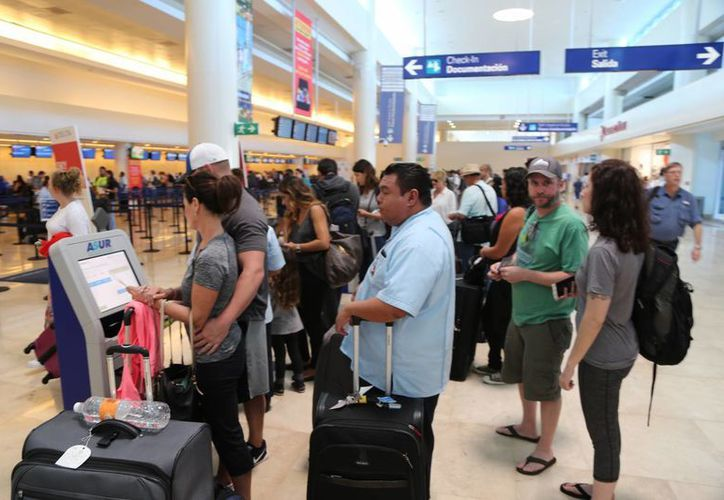 Incrementará el flujo turístico en el aeropuerto de la ciudad. (Israel Leal/SIPSE)