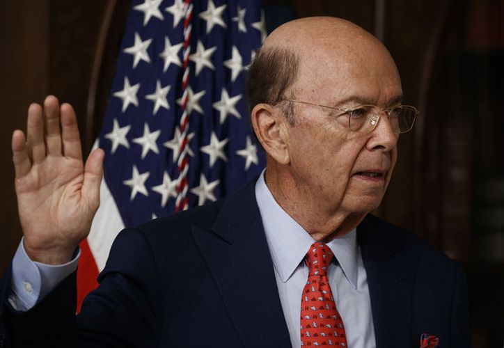 Wilbur Ross, secretario de Comercio de Estados Unidos, afirmó que el país asumirá una postura más proactiva en materia comercial. (AP/Evan Vucci)