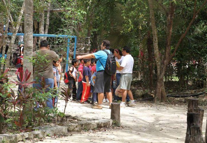 Los niños realizan recorridos en el Parque Urbano Kabah. (Sergio Orozco/SIPSE)