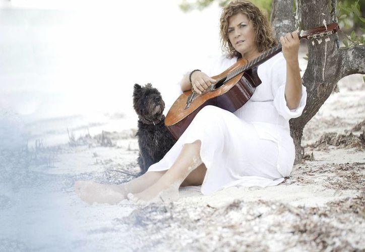 Denisse de Kalafe, quien forma parte del reportorio musical del festival, es una gran apasionada de la cultura, gastronomía y las artes caribeñas. (Foto/Internet)