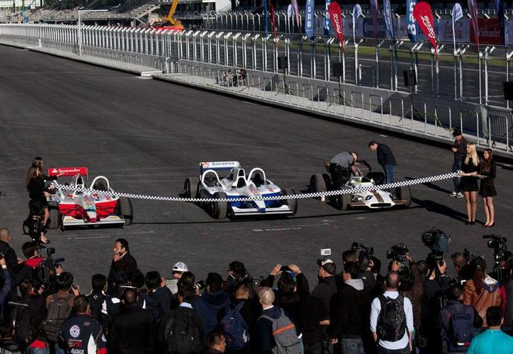 El autódromo Hermanos Rodríguez ya está listo, tras un año de remodelación. Esta mañana, se cortó el listón inaugural de la nueva pista. (AP)