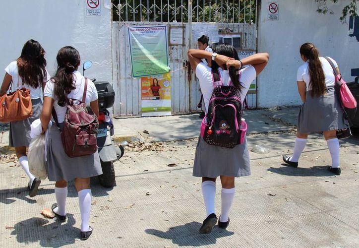 Las autoridades evitan que los estudiantes se vayan a las playas en horas de clase. (Jesús Tijerina/SIPSE)