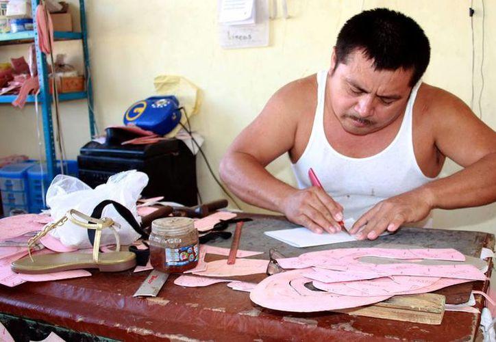Señalan que el sector zapatero vive su <i>boom</i>, en Hunucmá y Ticul. (Milenio Novedades)