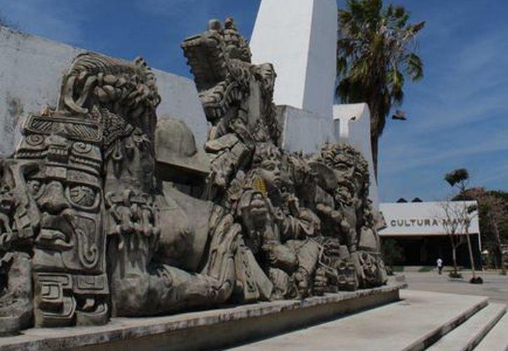 La sala expositora abrió al público el 26 de febrero y cerrará hasta el día 20 de abril próximo. (Ángel Castilla/SIPSE)