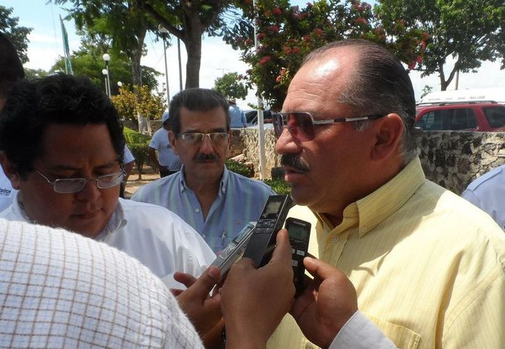 Javier Zetina exhortó a la ciudadanía a denunciar abusos de taxistas. (Cortesía/SIPSE)