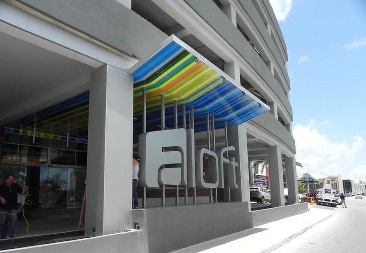 El inmueble tiene 177 habitaciones tipo loft y cuenta entre sus espacios públicos con un área común, lobby bar, piscina en la azotea, entre otros. (Foto de Contexto/Internet)