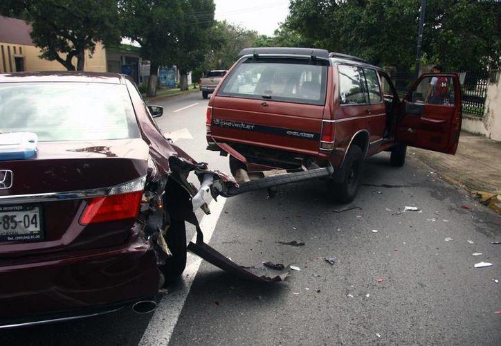 A pesar de que el accidente fue aparatoso no hubo lesionados. (Jorge Pallota/SIPSE)
