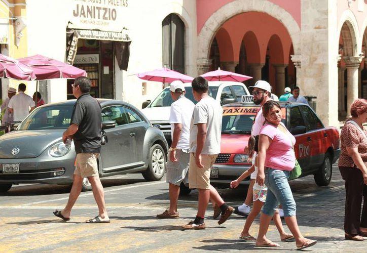 Este martes, Yucatán alcanzó los 37.7 grados, la temperatura más alta en el mes. (Jorge Acosta/ Milenio Novedades)