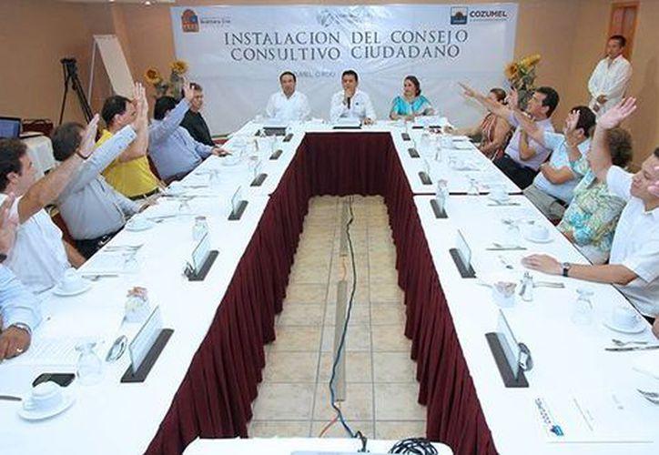 El alcalde tomó protesta a integrantes del Consejo Consultivo Ciudadano. (Cortesía/SIPSE)