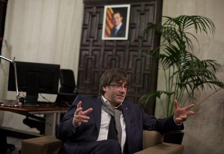 """Carles Puigdemont (Foto) fue elegido este sábado para reemplazar a Artur Mas como candidato de la alianza """"Juntos por el Sí"""" para líder del gobierno regional. (AP)"""