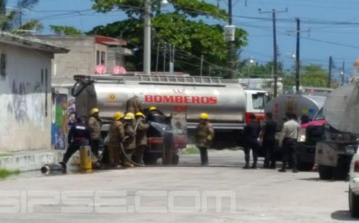 Los bomberos lograron controlar el siniestro. (Gerardo Keb/SIPSE)