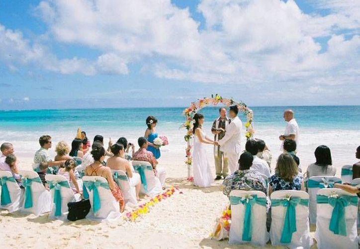 Mahahual empieza a destacar como un destino de playa para la realización de bodas. (Foto de contexto/Internet)