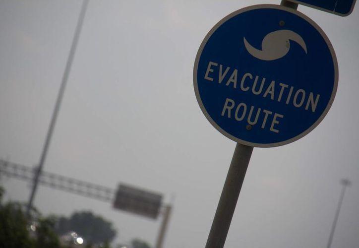 En varias islas del archipiélago de las Bahamas se retiró la alerta de tormenta tropical por el paso de 'Cristóbal'. (EFE)