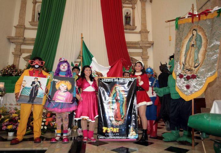 Entre los artistas, los antorchistas y otros adoradores de la Virgen de Guadalupe se espera que unas 50 mil personas acudan este año a San Cristóbal. (Antonio Sánchez / SIPSE)