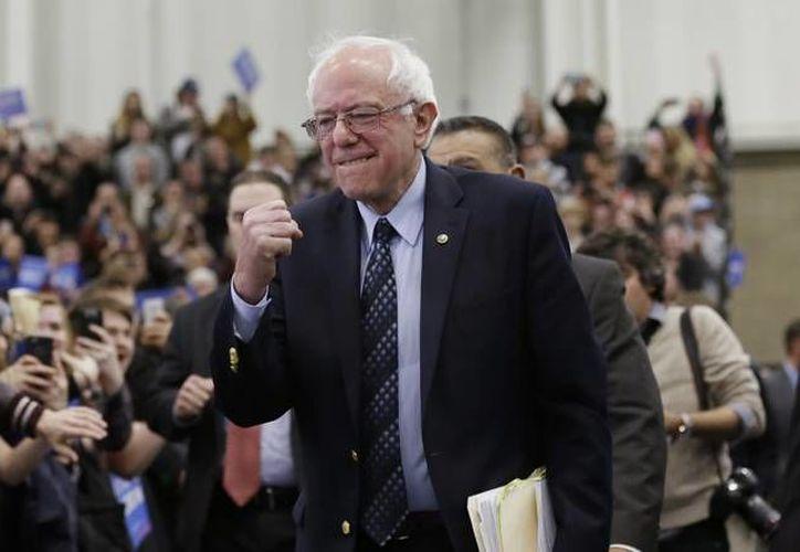 El candidato presidencial demócrata, el senador Bernie Sanders durante un evento con universitarios en Míchigan. Sanders resultó victorioso este sábado en las elecciones del Partido Demócrata. (AP)