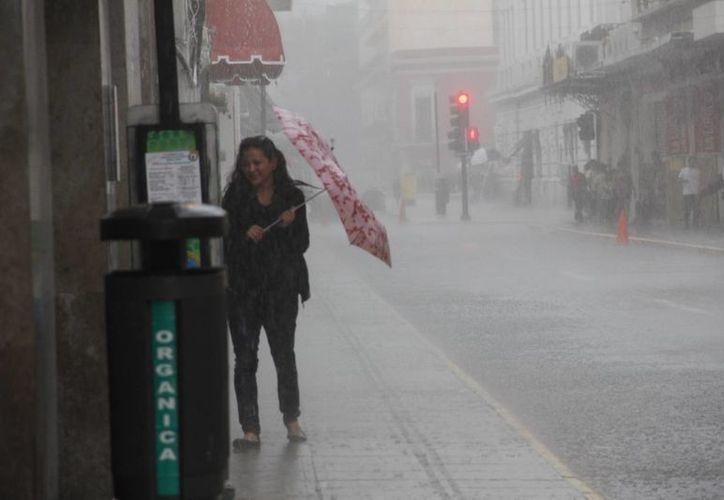 Aunque no se evolucione a ciclón tropical, la zona de disturbio ocasionará fuertes lluvias a partir del jueves. (Juan Carlos Albornoz/SIPSE)