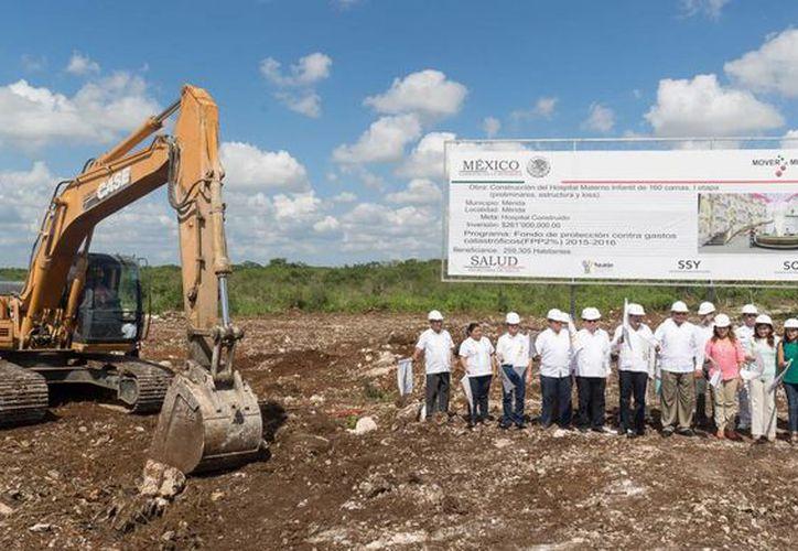El gobernador Rolando Zapata presidió el inicio de la construcción del nuevo Hospital Materno Infantil. (Fotos: cortesía del Gobierno de Yucatán)