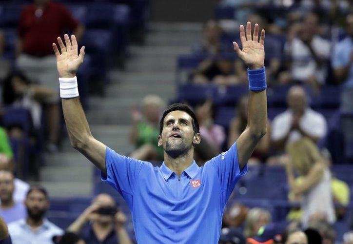 Novak Djokovic enfrentará a Mijaíl Youzhny, en la siguiente ronda del Abierto de los Estados Unidos.(Darron Cummings/AP)