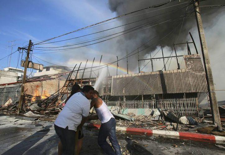 Una de las bombas detonadas en la región sur de Tailandia estaba camuflada en una motocicleta. (EFE)