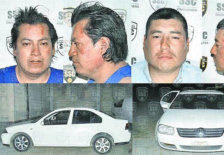Los delincuentes y el vehículo en el que los capturaron. (Milenio)
