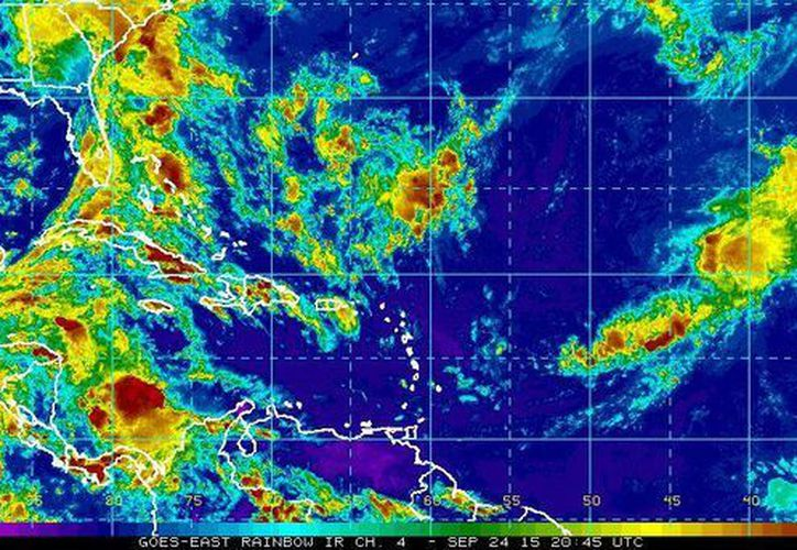 Una disturbio tropical que se ubica frente a la frontera entre Honduras y Nicaragua podría afectar en las próximas horas la Península de Yucatán. (ssd.noaa.gov)