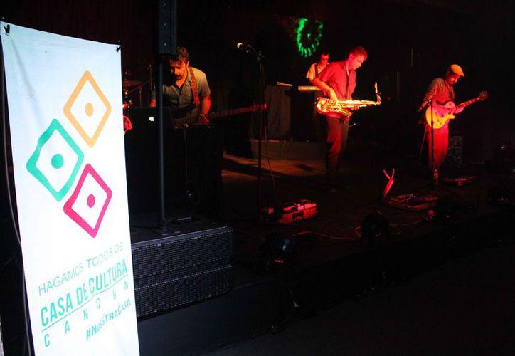 La agrupación logró llenar prácticamente el auditorio de la Casa de Cultura de Cancún. (Faride Cetina/SIPSE)
