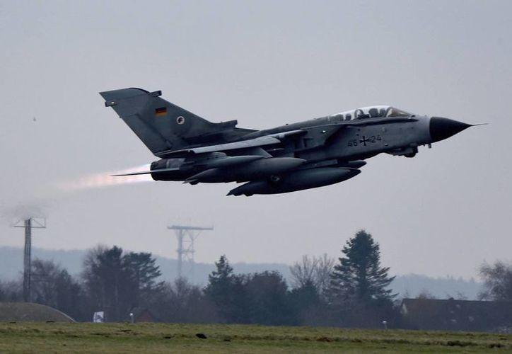 Se estrella un avión de combate libio en una zona yihadista próxima a Bengazi. (EFE)