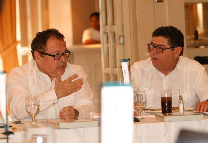 El titular de la Sefoe, Ernesto Herrera Novelo, afirmó que el Gobierno del Estado está trabajando de la mano de la SCT en áreas como la conectividad ferroviaria y el gas natural, entre otros. (Cortesía)