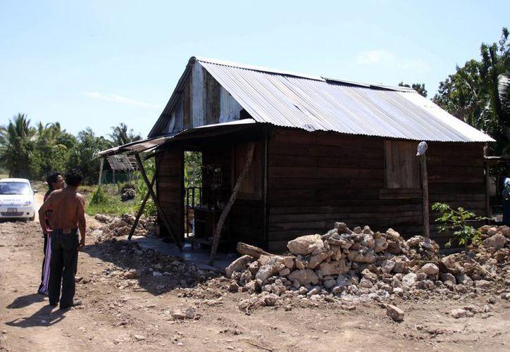 Sintra realizaba el encargo de un vecino, quien había pagado para que le hicieran entrada a su rancho, pero se salió de control. (Ernesto Neveu/SIPSE)